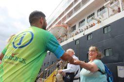 Transatlântico com turistas canadenses e norte-americanos atraca no Porto de Manaus