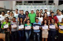 Governador Wilson Lima entrega certificados do curso 'Bem Receber' em Parintins