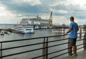 M/S Volendam atraca em Manaus com quase 2 mil turistas