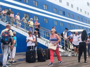 Navio M/S Magellan chega a Manaus com quase 2 mil turistas