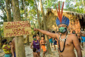 Amazonastur entrega máscaras e álcool para comunidades indígenas que começam a receber turistas