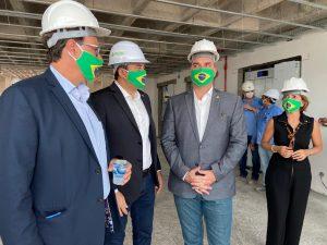 Governador do Amazonas visita obras de ampliação do Centro de Convenções Vasco Vasques