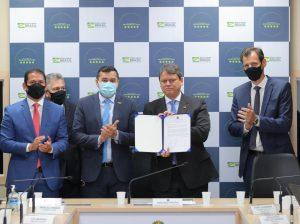 Wilson Lima assina convênio com Ministério da Infraestrutura e Infraero para expansão de aeroportos